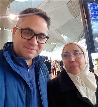 Najib Adi y Mona Nasri en el aeropuerto de Amman, Jordania