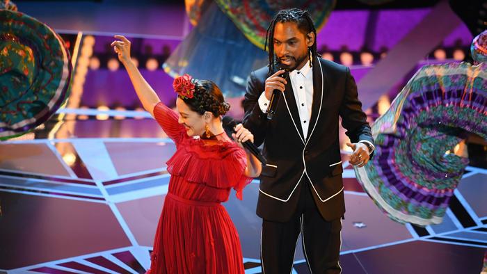 Natalia Lafourcade y Miguel en los Oscars 2018