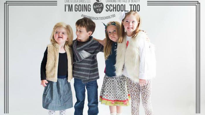 niños posando para marca de ropa