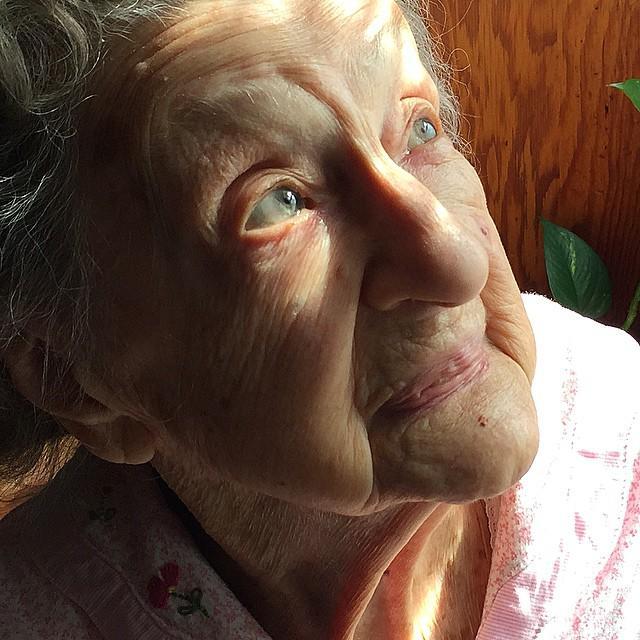 Nonnie la abuelita de 102 años