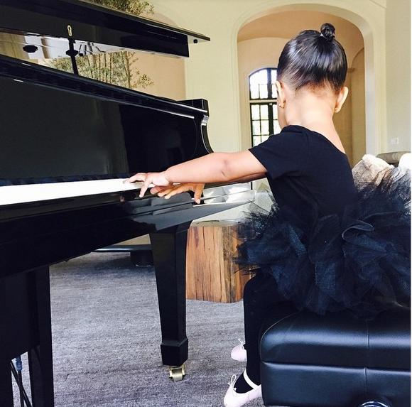 North West en el piano