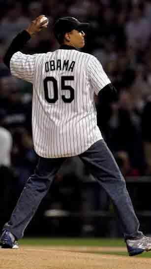 Obama lanzando la bola