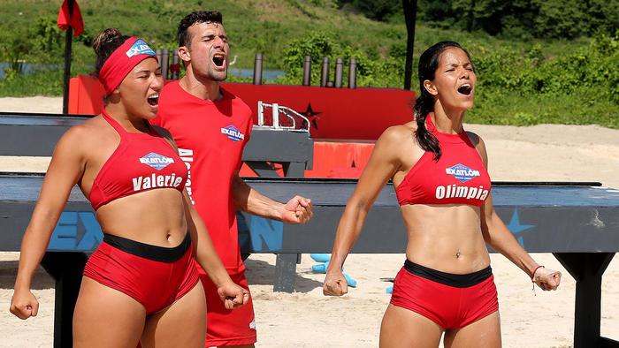 Olimpia, Valerie y Alex festejando una victoria