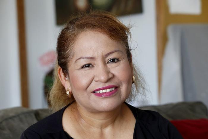 Sara Ramírez está feliz porque se ha convertido en residente permanente de los EE UU tras ser víctima de fraude migratorio.