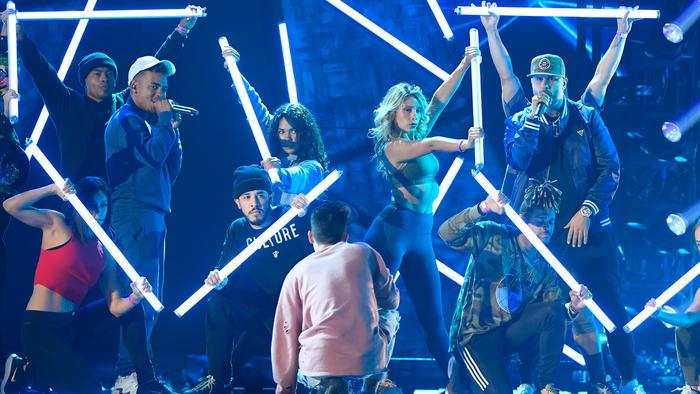 Ozuna y Nicky Jam en los ensayos de Premios Billboard