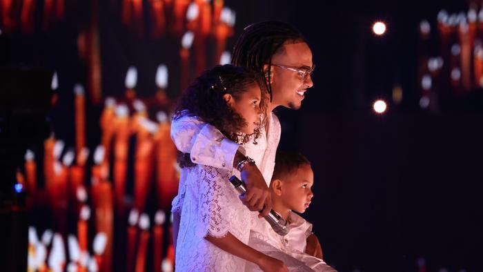 Ozuna y sus hijos en los Premios Billboard de la Música Latina 2020