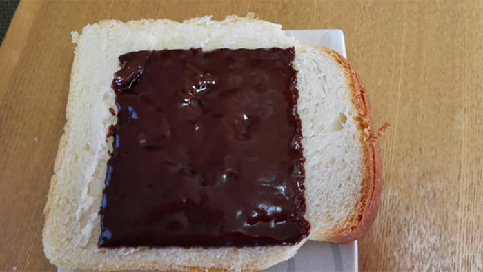 Pan con chocolate derretido