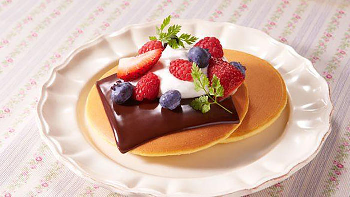 Panqueques con frutas y chocolate