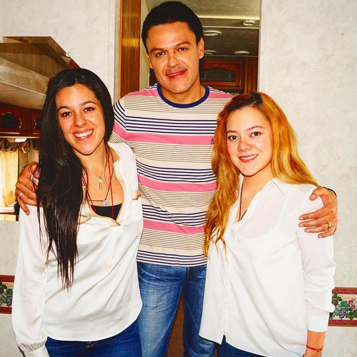Pedro Fernández con sus hijas Gema Cuevas y Karina Cuevas foto de Instagram