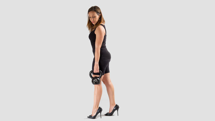 Mujer haciendo pesas