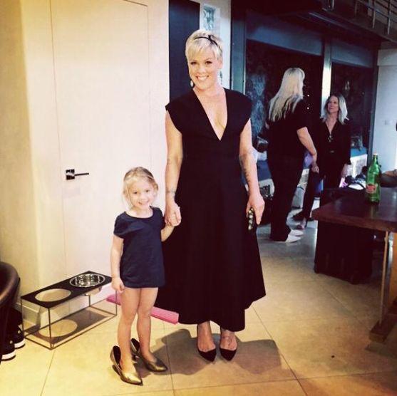 P!nk y su hija en abril de 2015