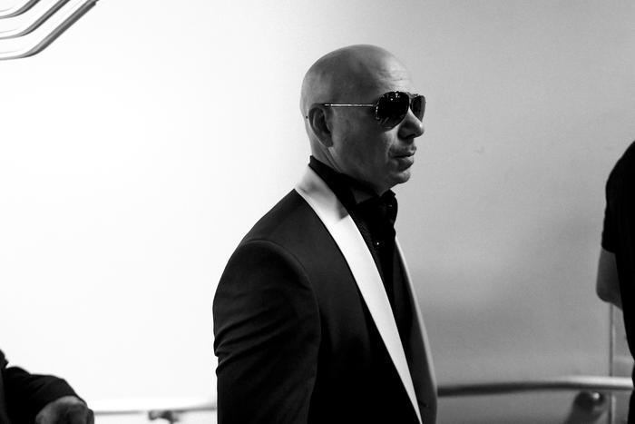 Pitbull backstage Latin AMAs 2017.