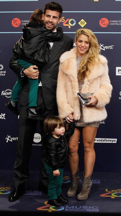 Piqué y Shakira con sus hijos