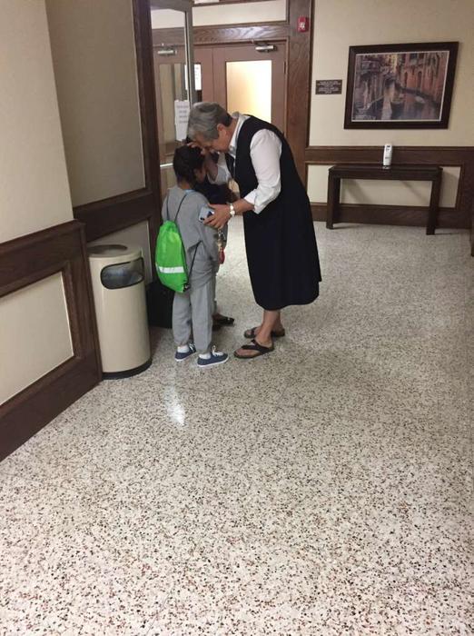 Pimentel siente especial afecto por los menores que llegan al albergue con temor de no volver a ver a sus papás.