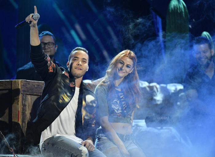 Prince Royce singing at the Latin American Music Awards 2016