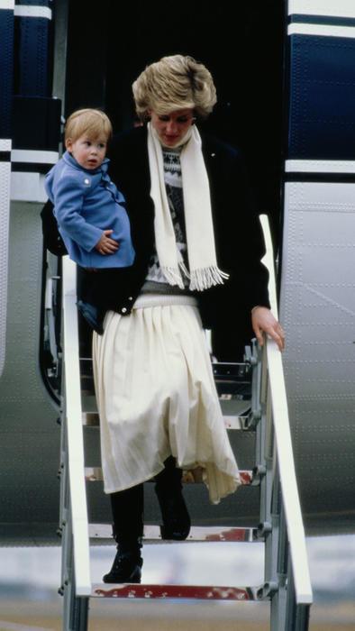 La princesa Diana con el príncipe Harry en 1986