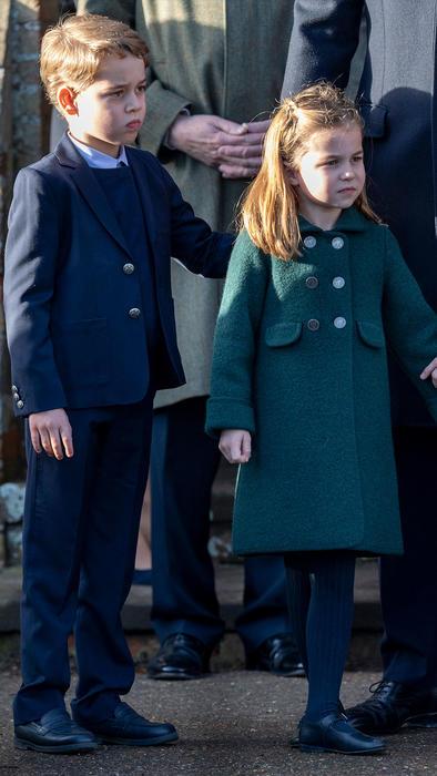 Príncipe George junto a su hermana la princesa Charlotte