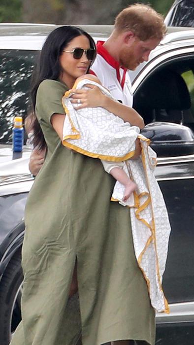 El príncipe Harry y Meghan Markle llegando a un partido de polo con su hijo Archie Harrison en julio de 2019
