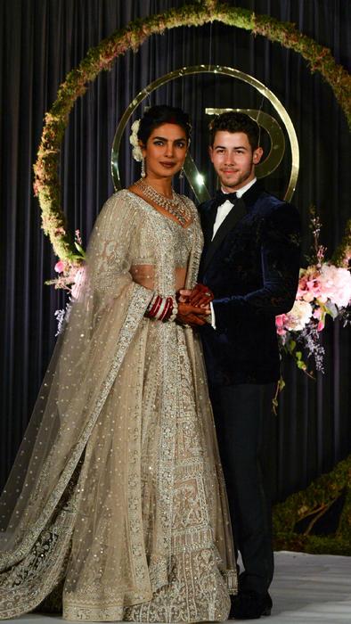 Priyanka Chopra con Nick Jonas en la recepción de su boda, el 4 de diciembre