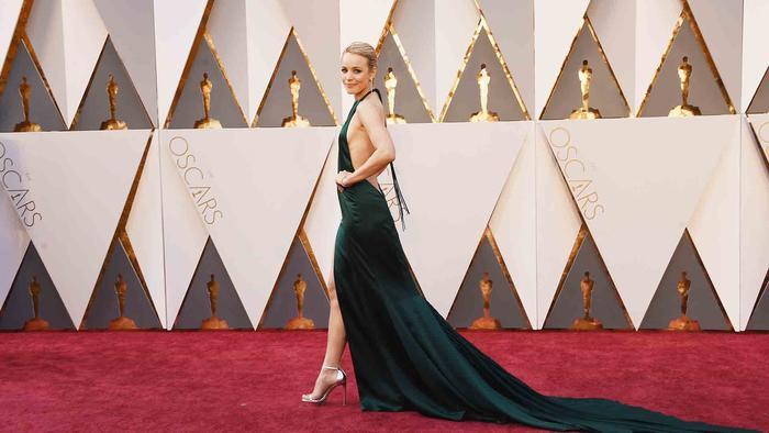 Rachel McAdams en la alfombra roja de los Oscar 2016