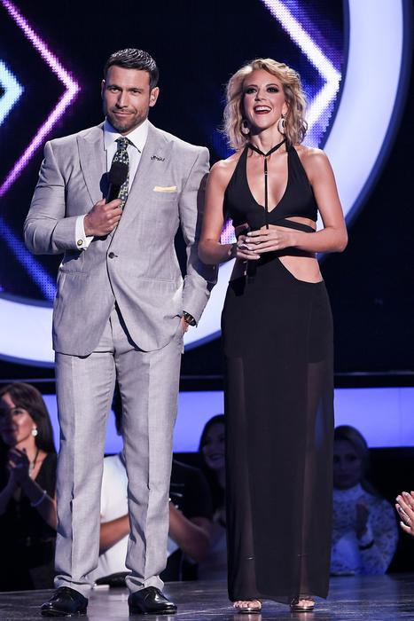 Rafael Amaya y Fernanda Castillo, presentadores, Premios Tu Mundo 2016