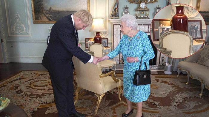 Reina Elizabeth II con Kisha Alexander-Grant