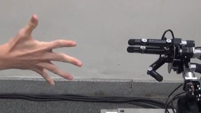 Robot Janken jugando piedra, papel o tijera