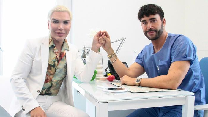 El Ken humano con el cirujano Giacomo Urtis