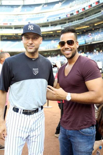 Romeo Santos junto a Derej Jeter de los Yankees de New York