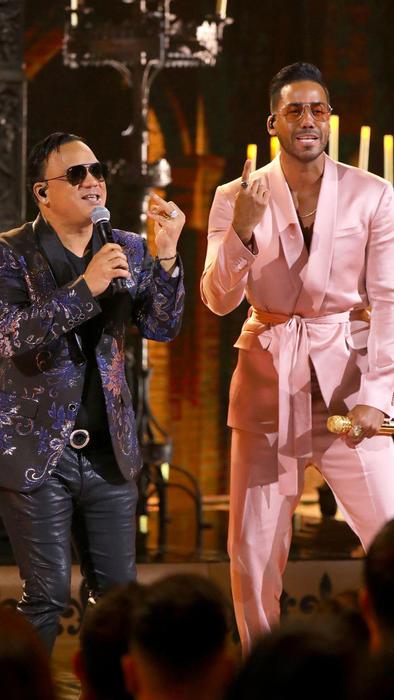 Romeo Santos y Kiko Rodríguez en los Latin AMAs 2019