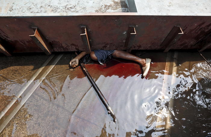 The body of a victim is seen at the site of an under-construction flyover after it collapsed in Kolkata