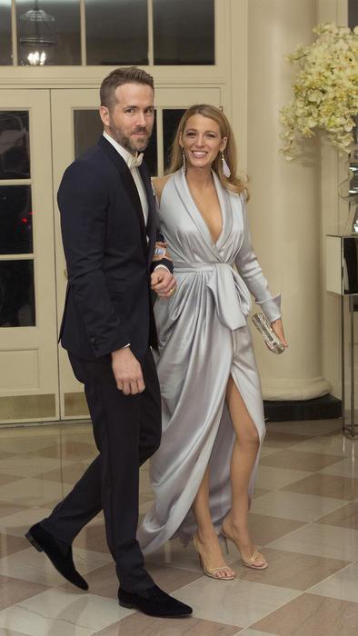 """El protagonista de """"Deadpool"""", fue acompañado a la cena por su hermosa esposa, la actriz Blake Lively."""