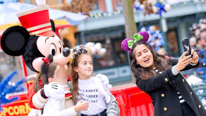 Salma Hayek disfruta con su hija Valentina