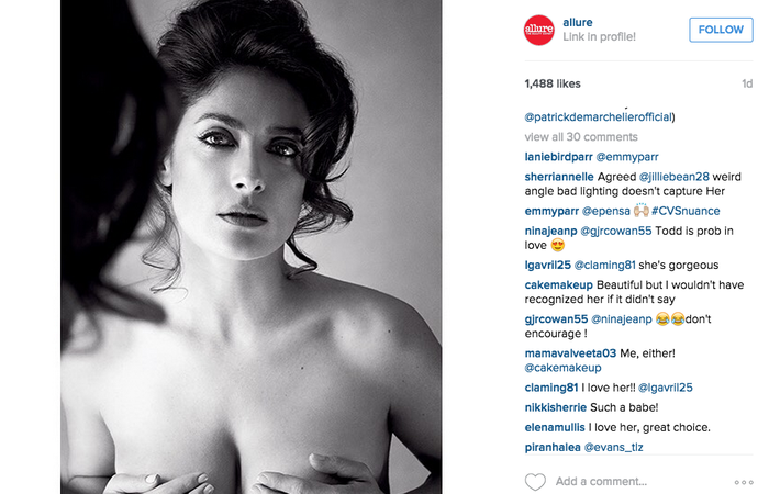 Salma Hayek posó topless para la revista Allure.