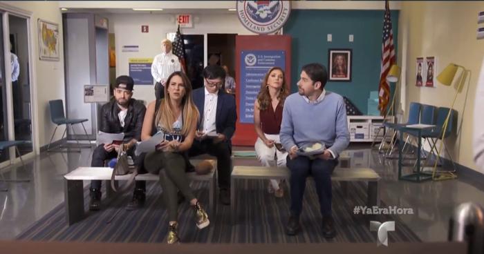 Parodia de 'Un Día en inmigración' en Ya era hora con Érika y Eduardo