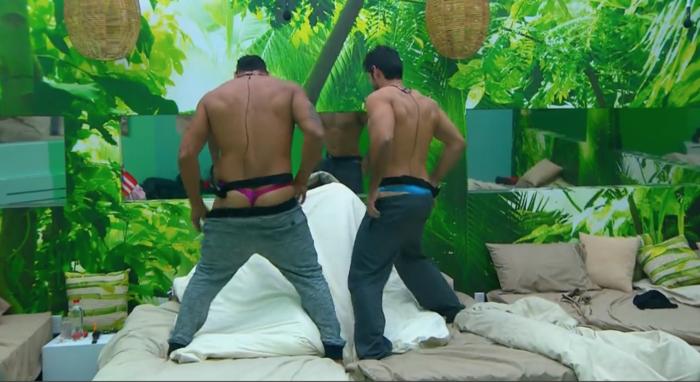 Pedro y Rafael haciendo striptease en la casa de Gran Hermano