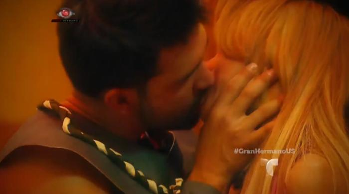El beso de Maday y Dante en la fiesta espartana