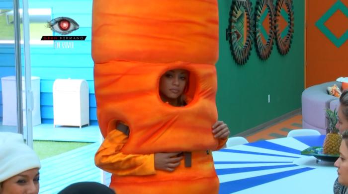 la habitante maday disfrazada de zanahoria