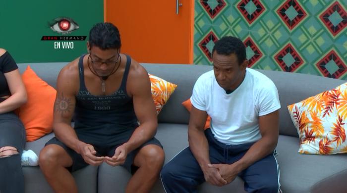 Los habitantes Domingo y Pedro reciben la mala noticia que perdieron la prueba