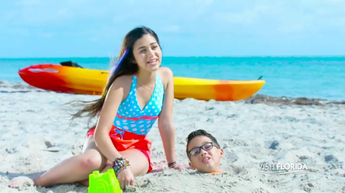 Alanis Sophia y Jonael en campaña de Turismo de Florida