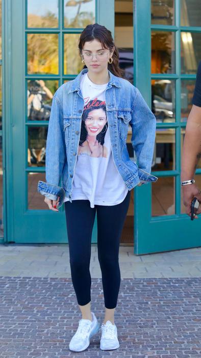 Selena Gomez con t-shirt de Selena Quintanilla