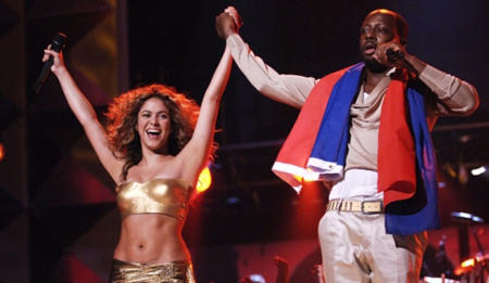 Shakira y Wyclef Jean cantando Hips Dont Lie