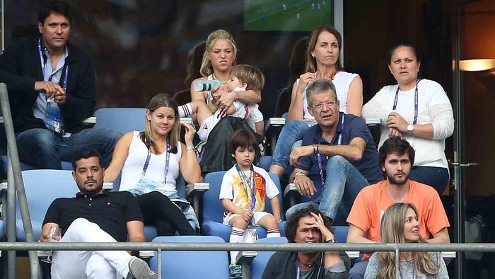 Shakira, Milan y Carlos Vives en el estadio Saint-Denis, Francia