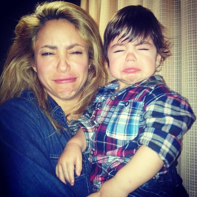 Shakira con baby Milan llorando