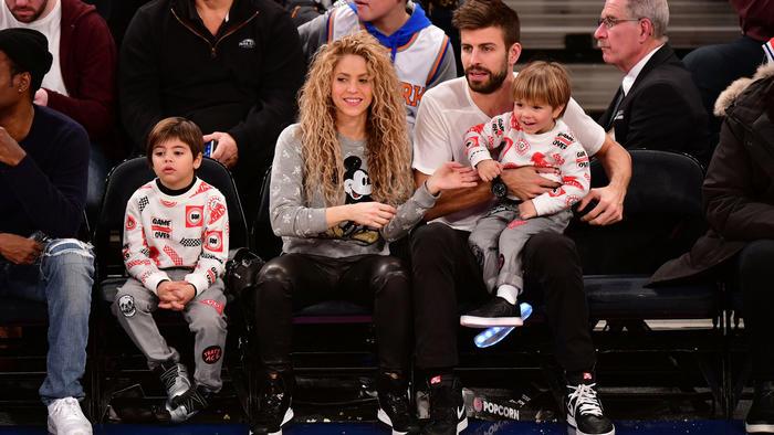 Shakira y Piqué con sus hijos