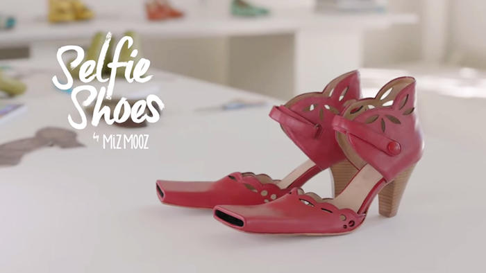 par de zapatos rojos selfie shoes