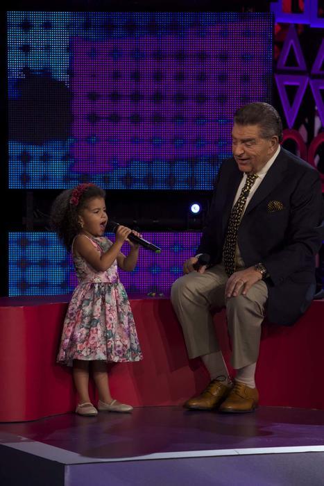 Clara María Mancebo cantando