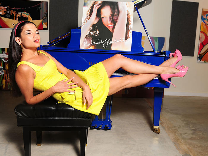 Natalia Jimenez, vestido amarrillo