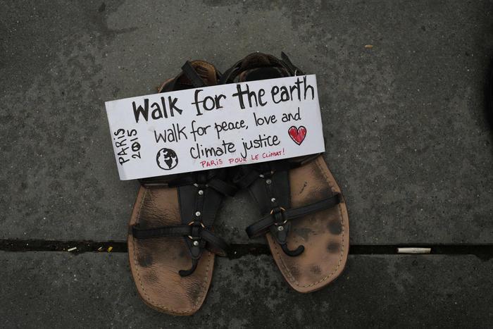 zapatos en protesta