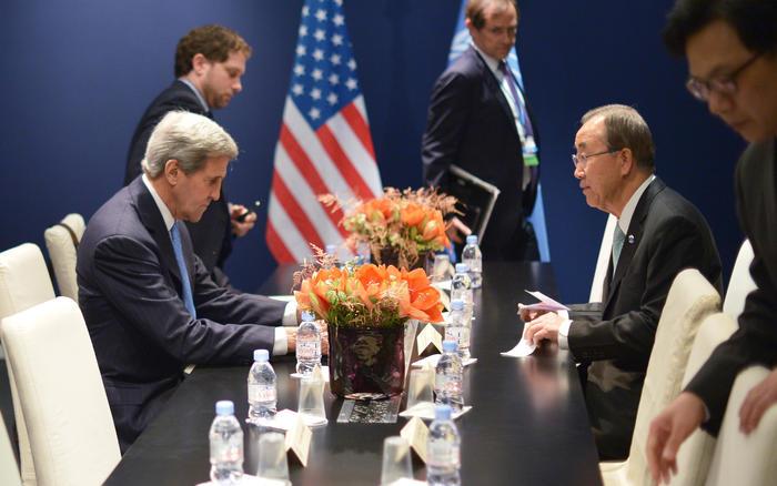 El secretario estadounidense de Estado John Kerry, izquierda, se reúne con el secretario general de la ONU Ban Ki-moon